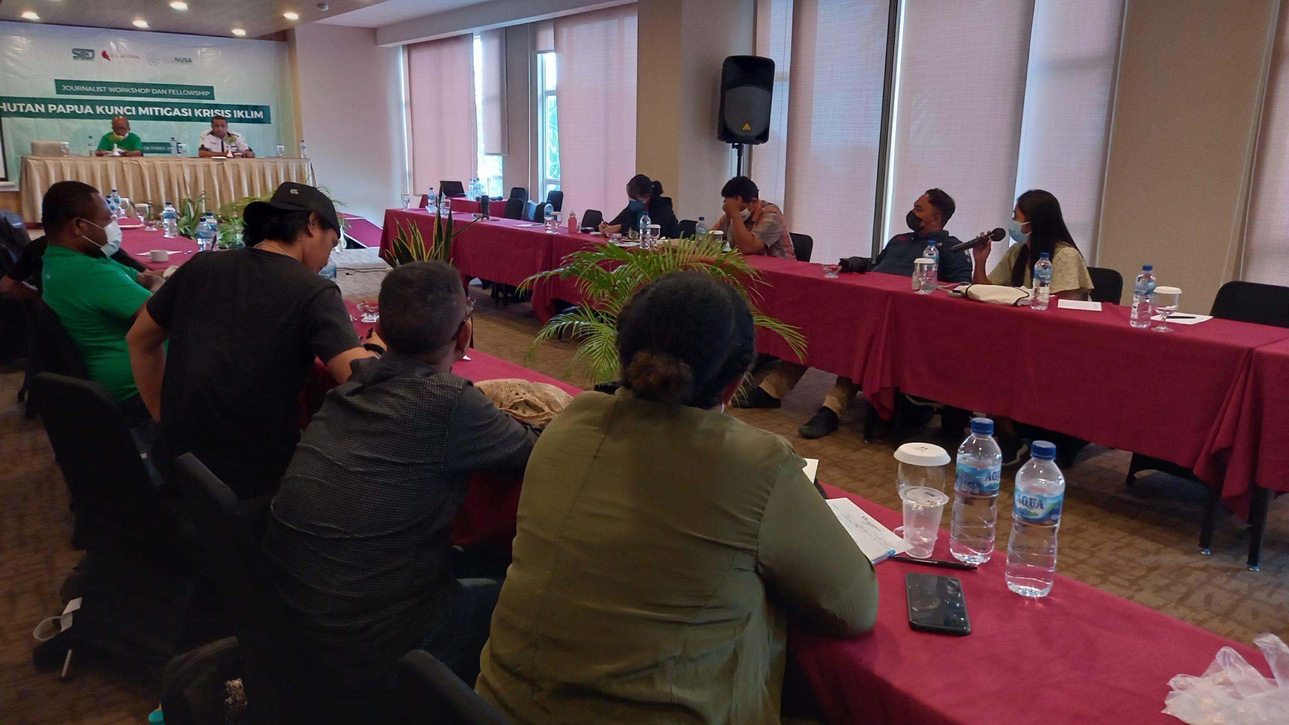 Penguatan Kelembagaan Adat, Mencegah Eksploitasi Hutan Papua